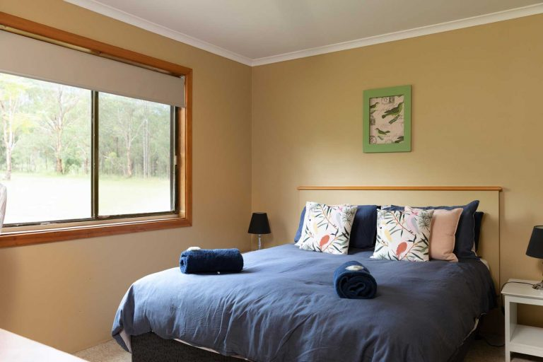 Chardonnay Cottage Queen Bed | Hunter Hideaway Cottages - Hunter Valley