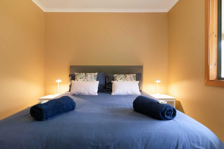 Queen Bed Hermitage Cottage | Hunter Hideaway Cottages - Hunter Valley