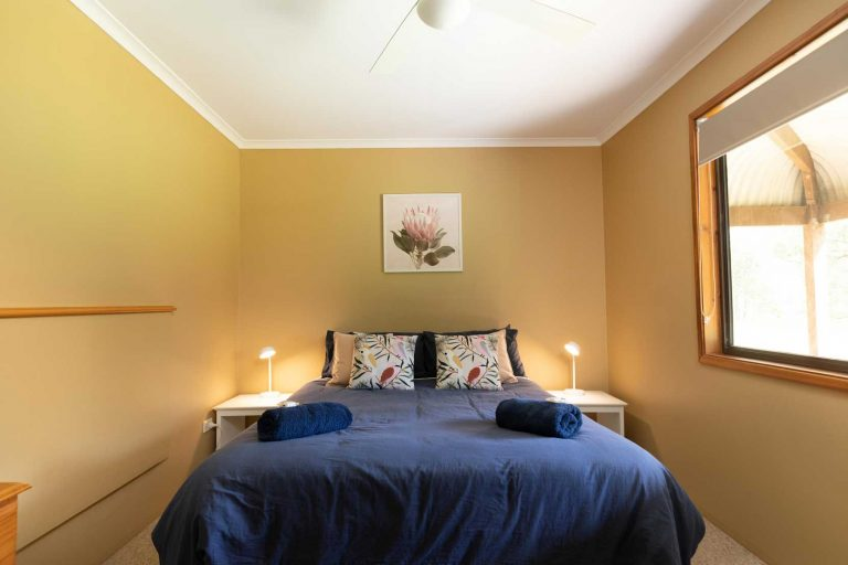 Queen bed Semillon Cottage | Hunter Hideaway Cottages - Hunter Valley